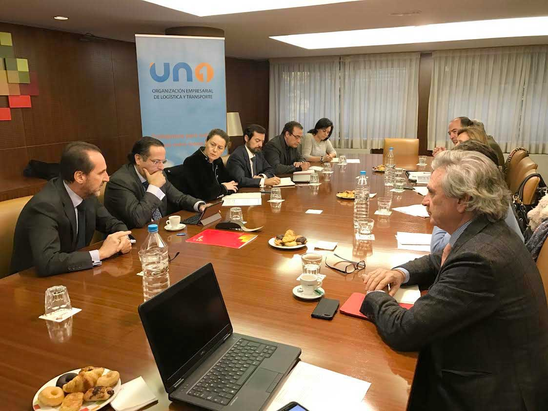 La Comisión de Carga Aérea se reúne con la Directora del Aeropuerto de Madrid.